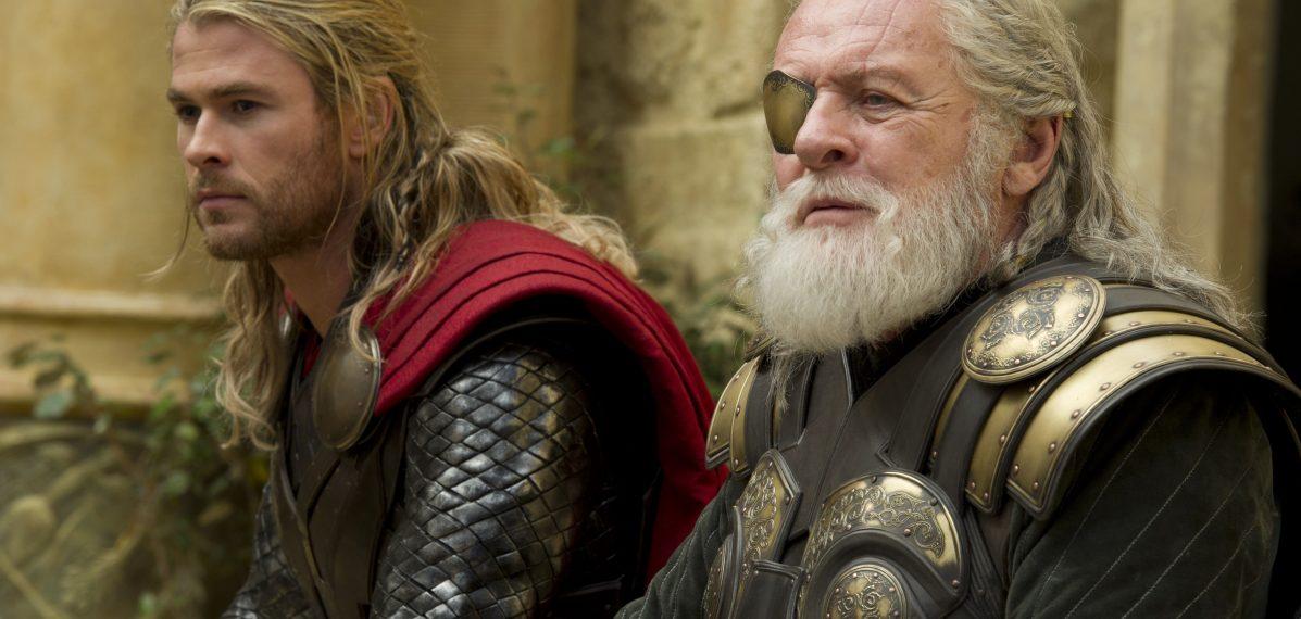 Thor (Chris Hemsworth) und Odin (Anthony Hopkins) haben Gesprächsbedarf