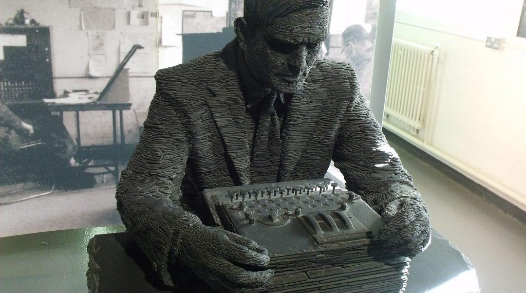 Statue von Alan Turing im Bletchley Park