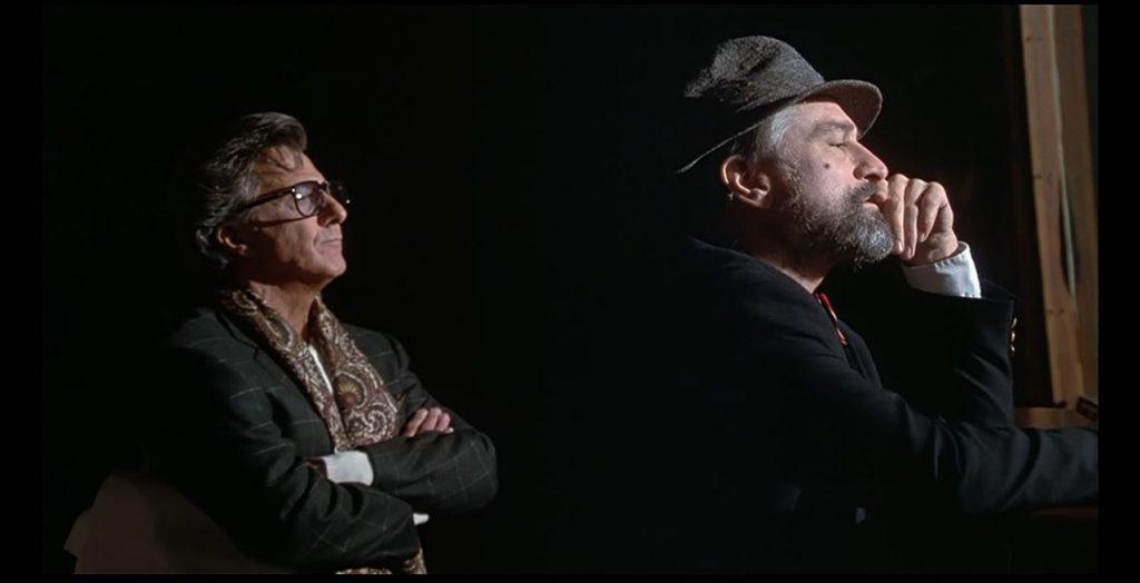 Hollywood-Produzent Stanley Motss (Dustin Hoffman) und Krisenmanager Conrad Brean (Robert de Niro) beim Brainstorming