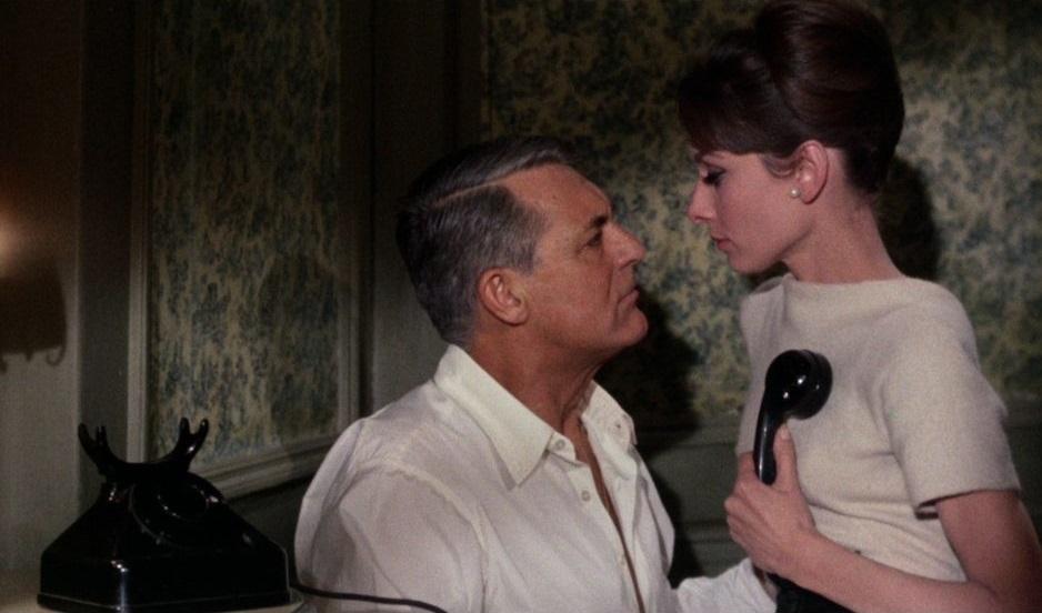 Peter (Cary Grant) findet sich zu alt für Reggie (Audrey Hepburn)