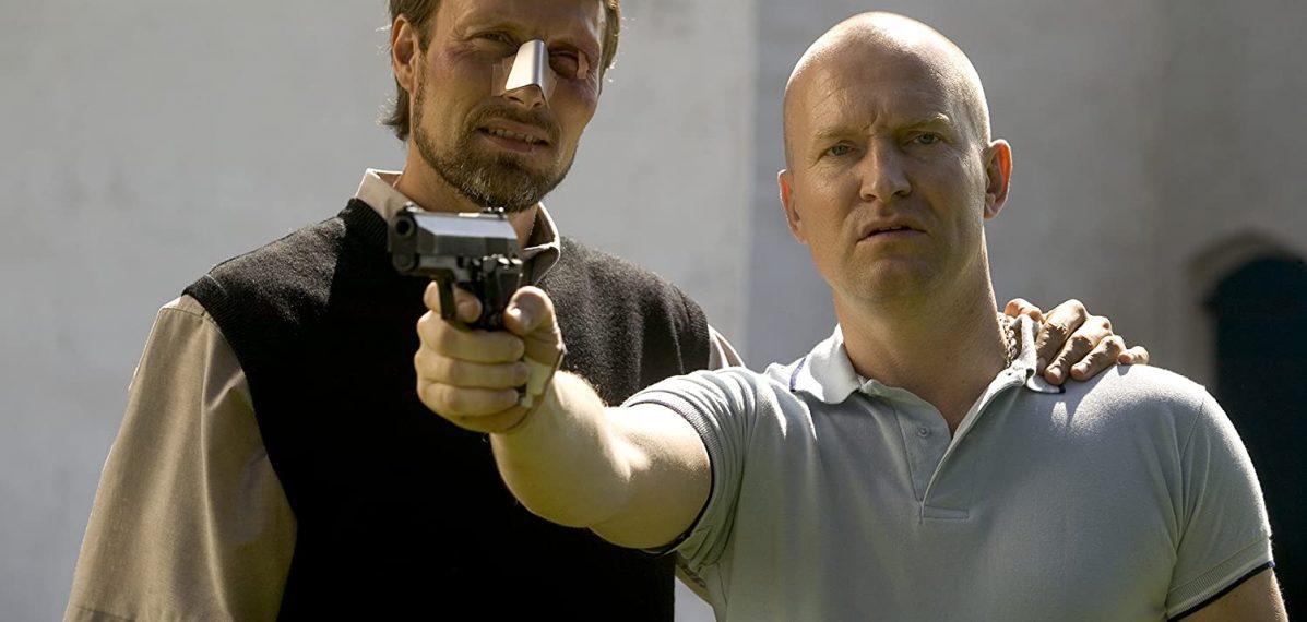 Pfarrer Ivan (Mads Mikkelsen) unterstützt Adam (Ulrich Thomsen) rückhaltlos, Bild: DCM Film Distribution