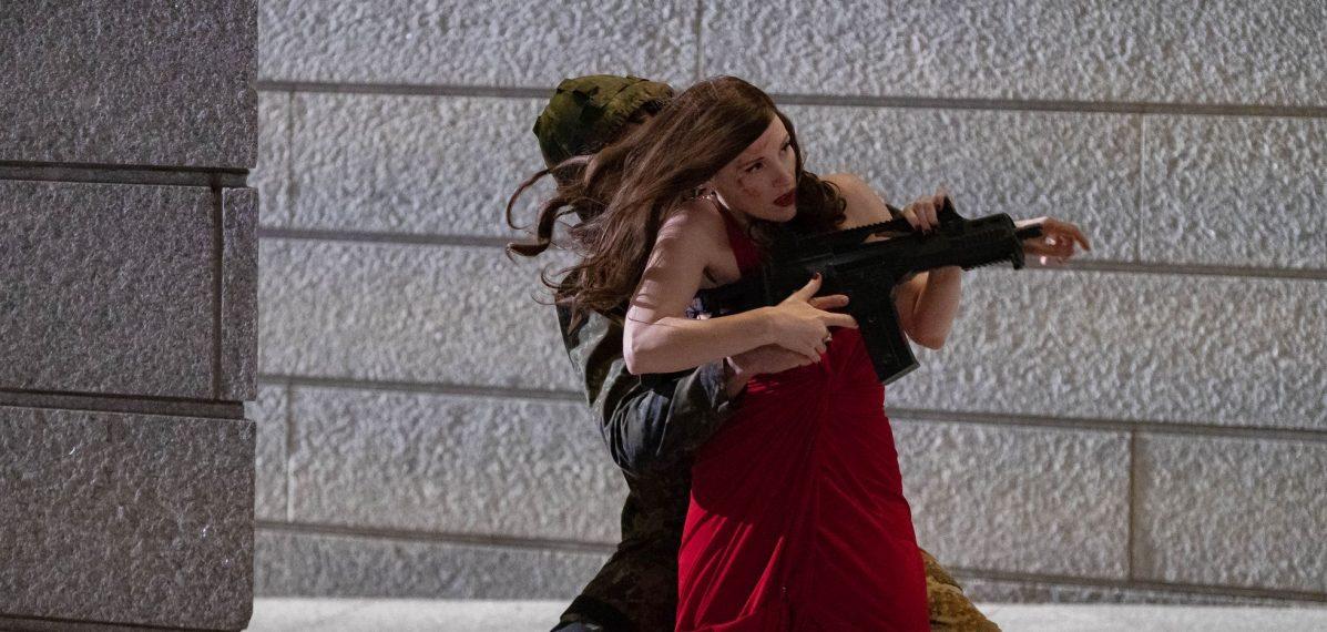Ava (Jessica Chastain) bei der Arbeit © 2020 Voltage Pictures