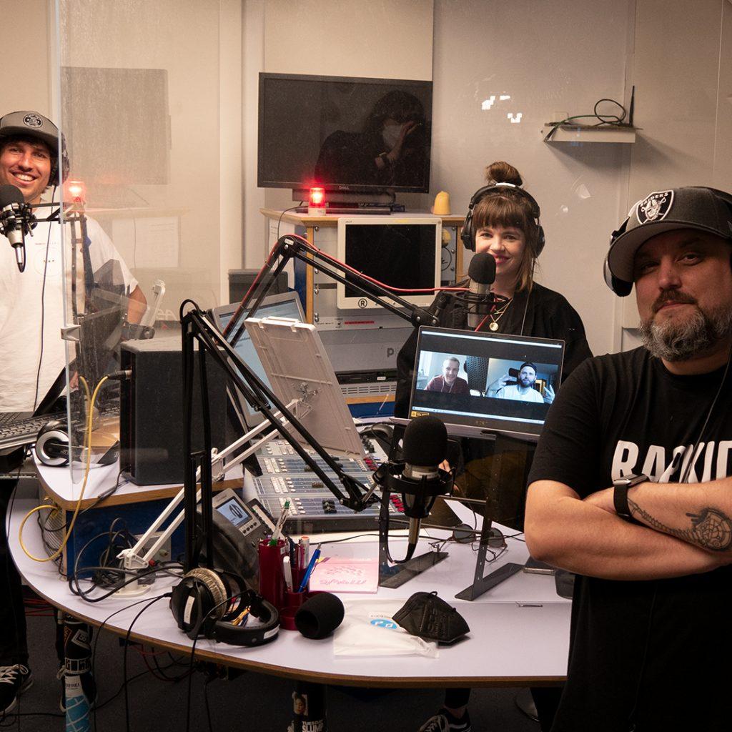 Die Crew von Monaco Breaks wieder vereint im Studio.